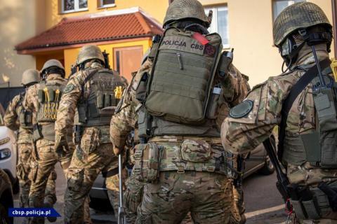 Antyterrorystyczna obława w Gorlicach. CBŚP rozbiło gang sutenerów [FILM]