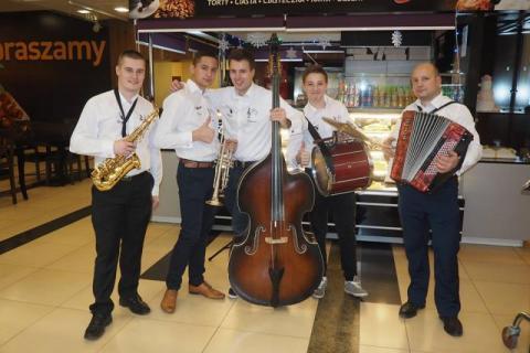 Zespół Eleganci wsparł akcję Serce Sercu