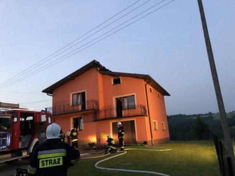Pożar w Koniuszowej. Pięcioosobowa rodzina musiała uciekać z płonącego domu