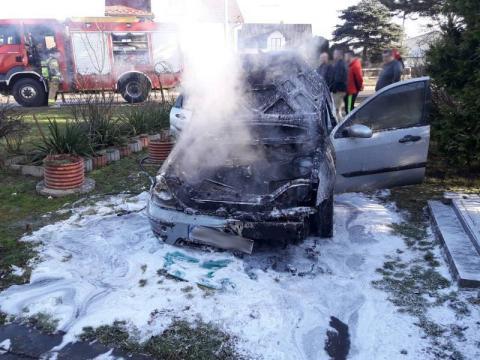 Pożar przy ul. Juranda. Samochód stanął w ogniu [ZDJĘCIA]
