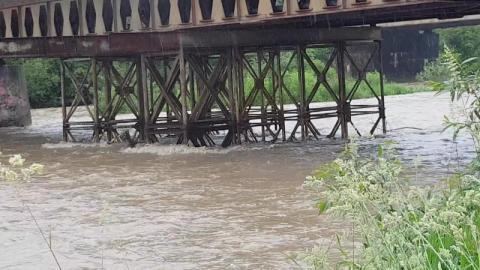 Katastrofy na moście na Kamienicy nikt nie pilnuje! Skończy tragedią [WIDEO]
