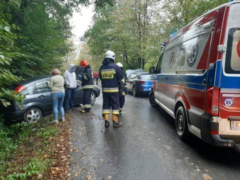 Było ślisko. W Krużlowej zderzyły się dwa samochody, dziecko trafiło do szpitala