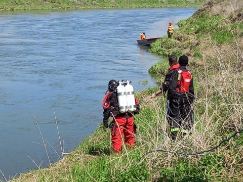 Skoczyła do rzeki? Na moście znaleźli jej rzeczy. Trwają poszukiwania 61-latki