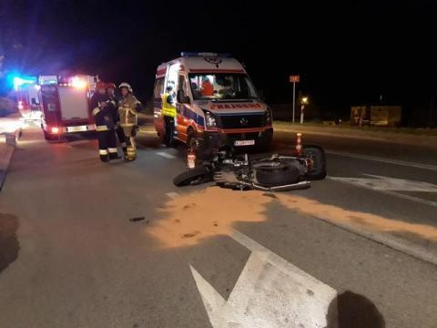 Dramatyczny wypadek w Ropie. Motocyklista zderzył się z osobówką