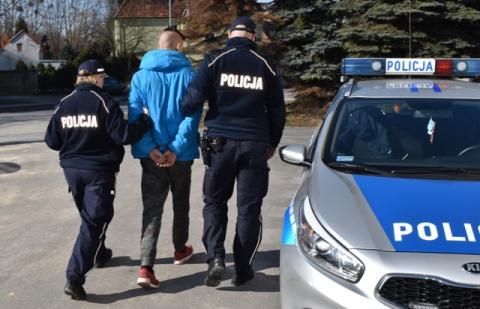 Na widok policjantów zaczęli się nerwowo zachowywać. Co mieli na sumieniu?
