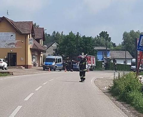 Wypadek w Łęce. Motocyklista zderzył się osobówką