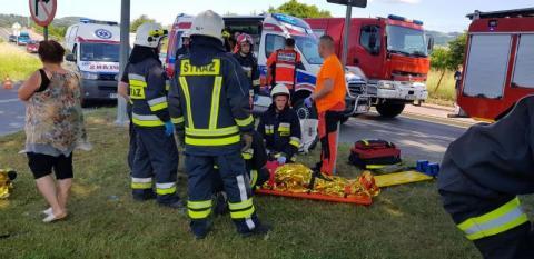 W Starym Sączu zderzyły się samochody. Aż troje dzieci trafiło do szpitala