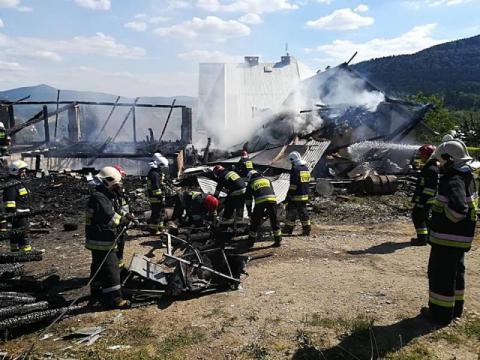 Strażacy przez kilka godzin walczyli z ogniem. Po stodole zostały zgliszcza