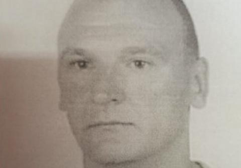 Robert Mierzyński jest poszukiwany listem gończym. Za co ściga go policja?