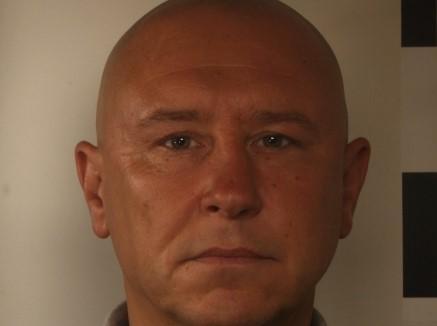 Jacek Hodurek jest poszukiwany listem gończym. Za co ściga go policja?