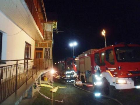 Pożar domu w Zabrzeży. Strażacy ponad pięć godzin walczyli z ogniem
