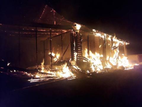 Spłonął budynek w Tabaszowej. Właściciel pod wpływem silnego stresu zasłabł