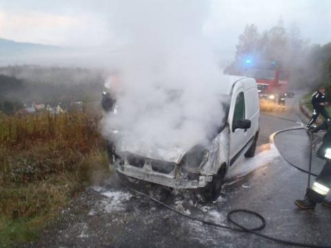 Spłonęło kolejne auto. Co jest nie tak z tymi samochodami?