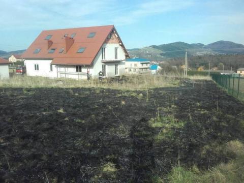 Niewiele brakowało, a od płonącej trawy zapaliłby się dom