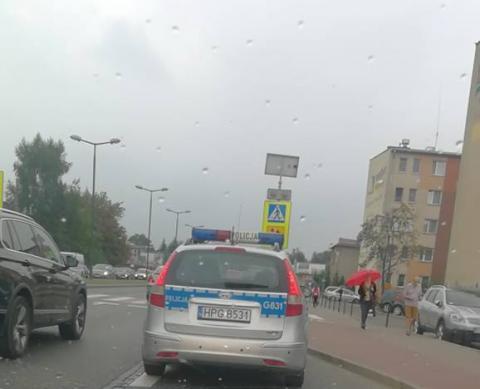 Dramatyczny wypadek na ul. Królowej Jadwigi. Samochód potrącił mężczyznę