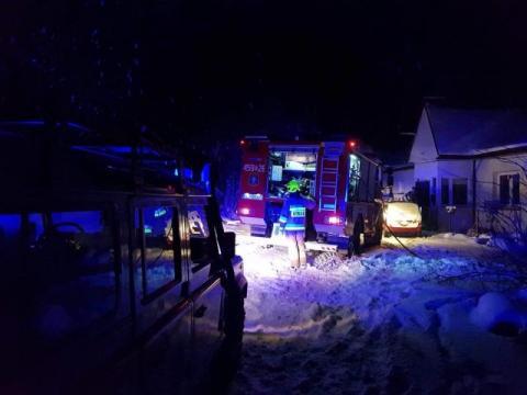 Strażacy gasili pożar w Laskowej. W jednym z domów paliła się ściana i schody