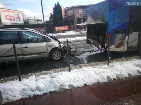 Z ostatniej chwili: samochód zderzył się z autobusem MPK. Trwa akcja ratunkowa