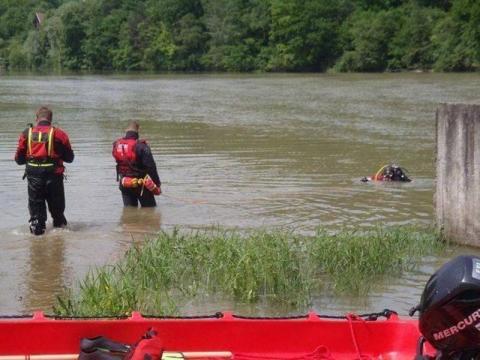Wyłowili z rzeki zwłoki 37-latka. Śledczy ustalają przyczyny tragedii