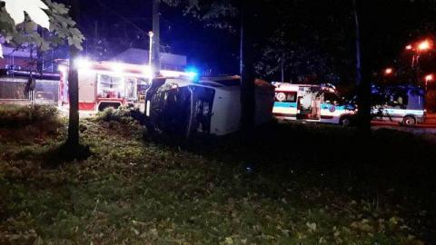 Przewrócony bus, a w środku zwłoki. Co się wydarzyło w nocy na ul. Ogrodowej?