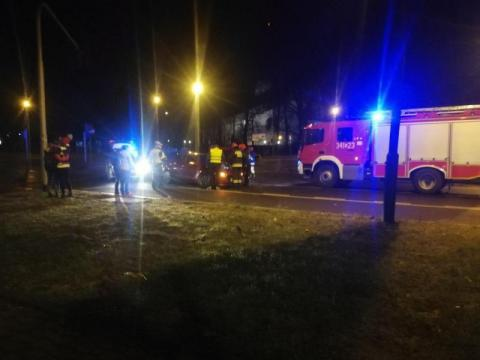 Nowy Sącz: przeszarżował, wypadł z jezdni i uszkodził dwa auta