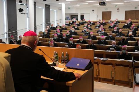 Biskupi podjęli decyzję. Znieśli dyspensę od uczestnictwa w niedzielnej mszy