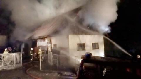 Wielki pożar w pobliżu kościoła. Blisko 60 strażaków walczyło z ogniem