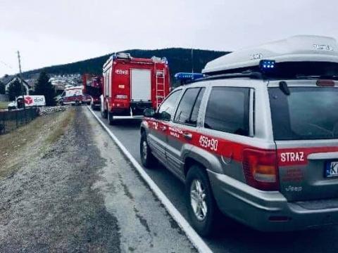 Wypadek na drodze krajowej. Dostawczak zderzył się z osobówką