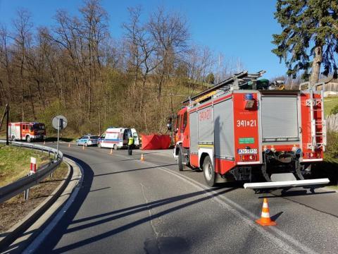 Samochód uderzył w rowerzystę. Śmigłowiec LPR zabrał poszkodowanego do szpitala