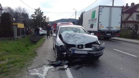 Poranna kraksa na drodze krajowej. Zderzyły się dwa samochody