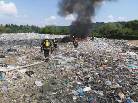 Pożar na składowisku odpadów w Starym Sączu, fot. FB OSP Stary Sącz