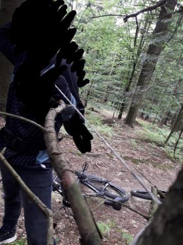 Uwaga! Ktoś rozpina stalowe linki na Paściej Górze! Taka linka może zabić!