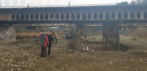 Podratowany most dźwignie autobusy, ale przedsiębiorców czeka gehenna