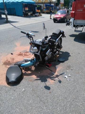 Łącko: 11-latek i jego ojciec ranni po zderzeniu motoru z osobówką  [ZDJĘCIA]