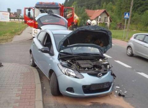 Znów kraksa w Mostkach. Zderzyły się dwa samochody