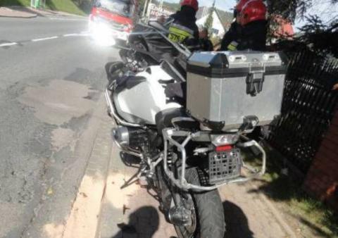 W Krynicy zderzyły się dwa motocykle. Poszkodowana kobieta trafiła do szpitala