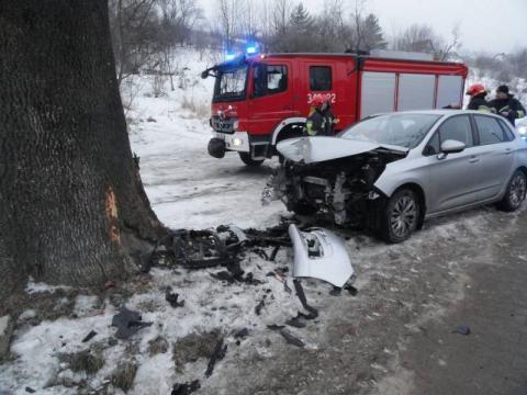 Samochód wypadł z drogi w Krynicy-Zdroju. Tak się zaczął weekend