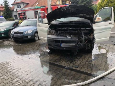 Pożar przed sklepem w Nowym Sączu. Zapalił się samochód