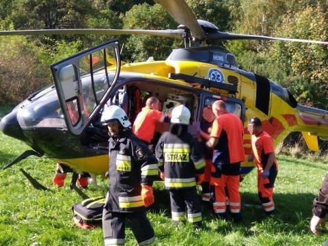 Dramatyczny wypadek w Rożnowie. Rannego motocyklistę zabrał śmigłowiec