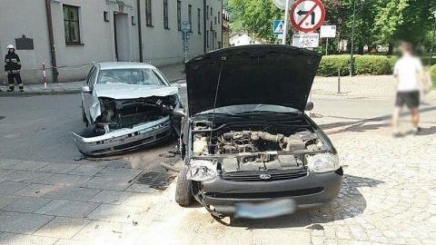 Kobieta ranna, dwa auta niemal skasowane. Co się stało?