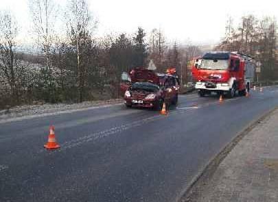 Librantowa: Ciężarówka w starciu z osobówką. Jedna osoba trafiła do szpitala