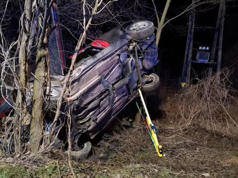 Dramatyczny wypadek koło Limanowej. Samochód potrącił pieszego, a potem dachował