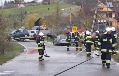 Samochód zapalił się w trakcie jazdy. Kierowca musiał uciekał z płonącego auta