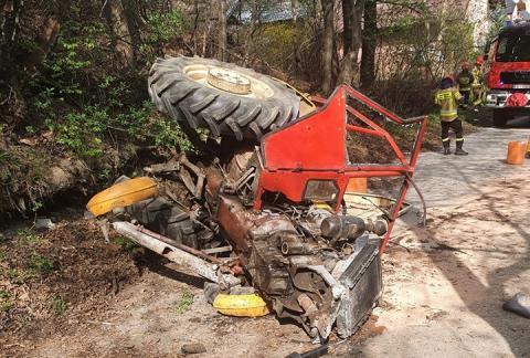 Wypadek w Barcicach: przewrócił się ciągnik roliczny. Są ranni