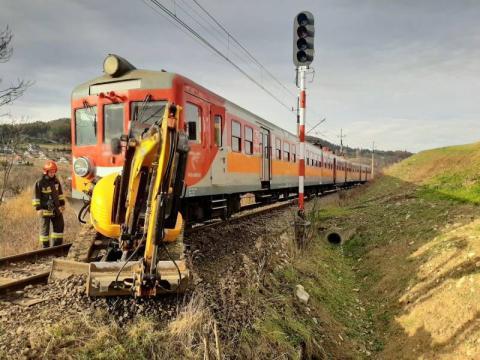 Groza na torach. Pociąg w Krynicy zderzyła się z koparką