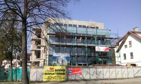 Nowy Sącz: Rośnie miasto szklanych domów. Na Wólkach kończą kolejny