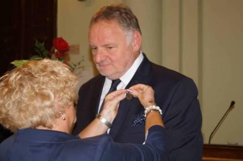 Dyrektor szpitala Artur Puszko odebrał Tarczę Herbową