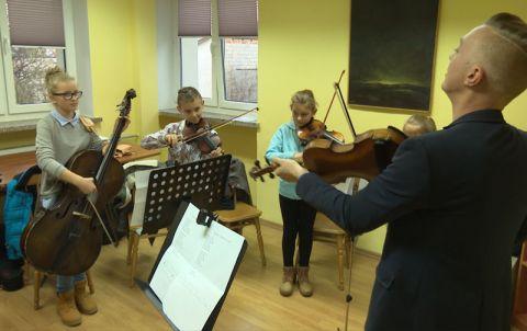 Lekcja gry na instrumentach smyczkowych