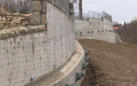 Mur stabilizujący osuwisko