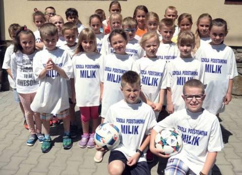 Uczniowie Szkoły Podstawowej w Miliku są fanami piłkarzy. Arkadiusza Milika zwłaszcza.