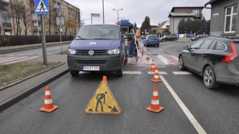 Dlaczego pogotowie wodociągowe blokuje ulicę Królowej Jadwigi?